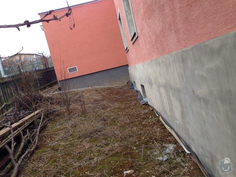 Hydroizolace základů domu, vybetonovat schody ze sklepa na zahradu + nájezd pro sekačku, odvodnit plochu před sklepními dveřmi, kutlivace zahrady, zahradní posezení: IMG_1017