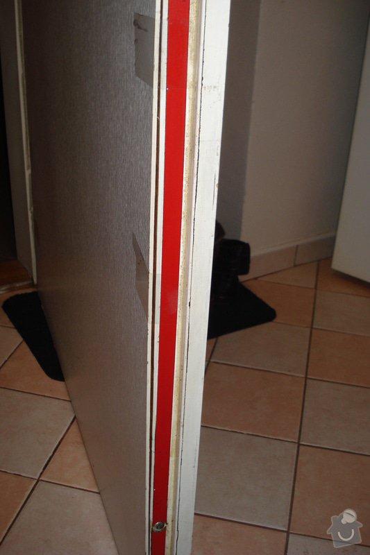 Přilepení desky protipožárních dveří: DSC03184