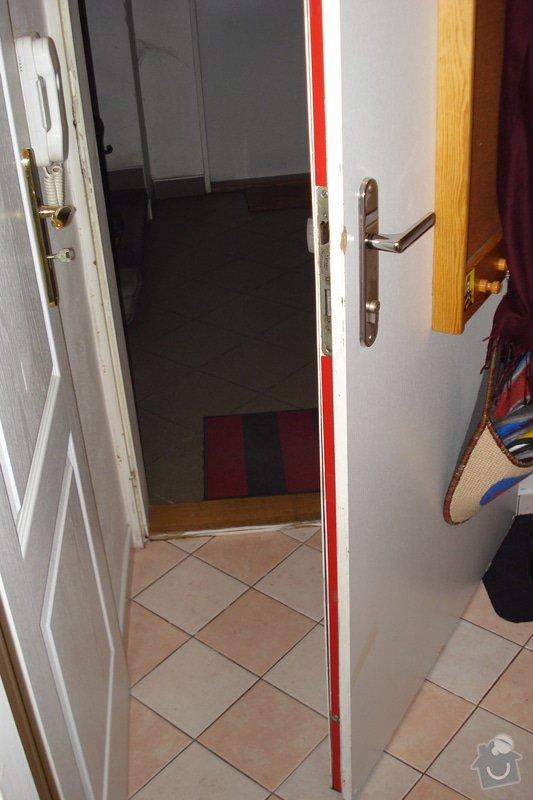 Přilepení desky protipožárních dveří: DSC03187