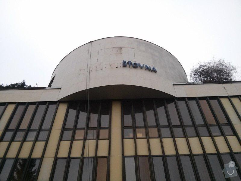 Odstranění  loga z fasády budovy: CAM00405