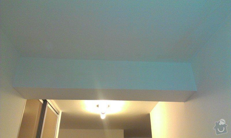 Stropní podhled s úložním prostorem: chodba_2