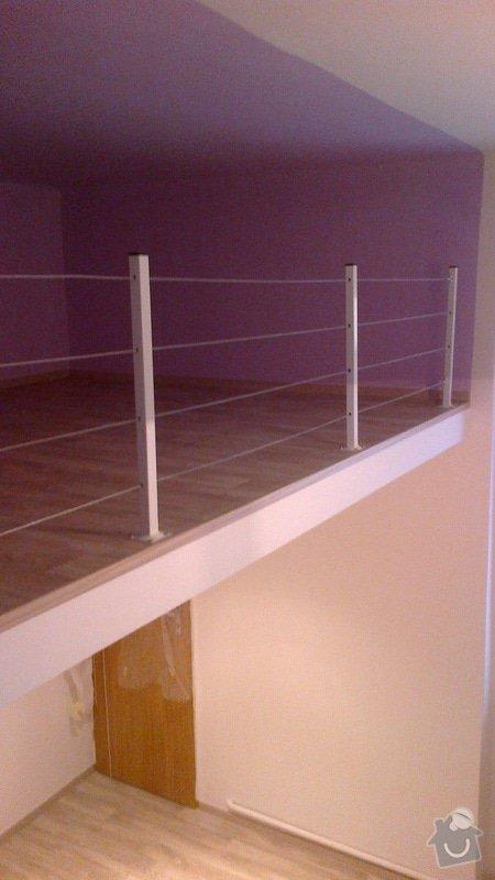 Pokládka lina (gerflor?) v 1 pokoji s patrem (dohromady včetně patra cca 20 m2): podlaha-shora