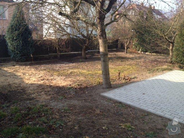 Dovoz zeminy a mulčovací kůry pro úpravu zahrady: zahrada