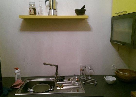 Sklo za kuchyňskou linku