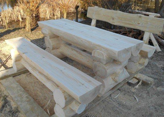 Srubový zahradní nábytek