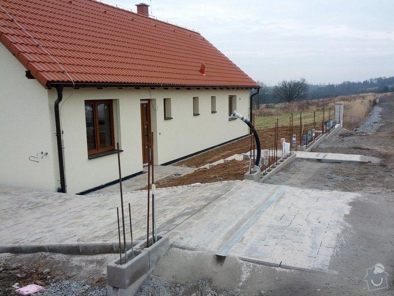 Stavba zděného plotu: Predni_plot_-_fotka