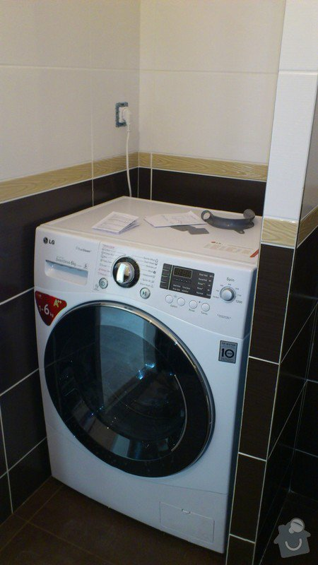 Výroba závěsné koupelnové skříňky: DSC_0297