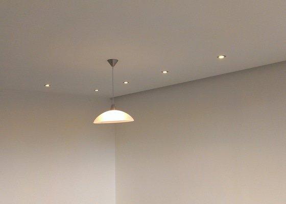 Stěrky stěn/kastlík s osvětlením