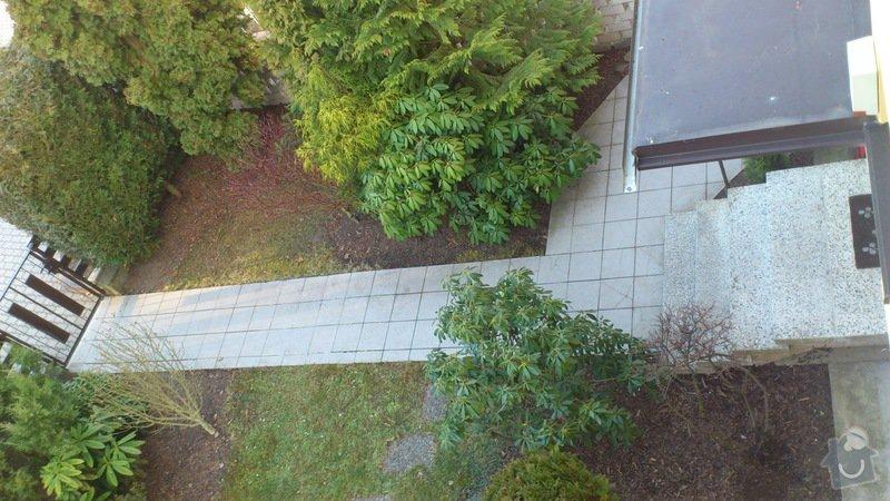 Položení dlaždic - venkovní chodník okolo domu: DSC_2291
