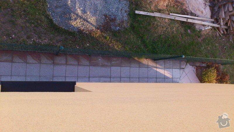 Položení dlaždic - venkovní chodník okolo domu: DSC_2293