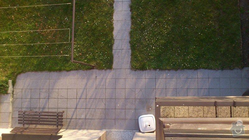 Položení dlaždic - venkovní chodník okolo domu: DSC_2294