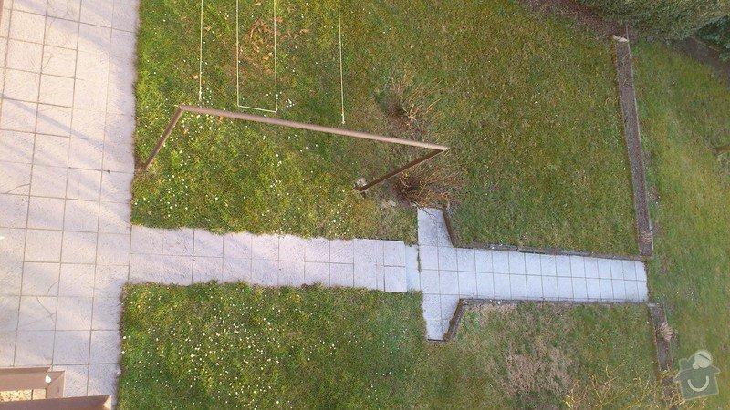 Položení dlaždic - venkovní chodník okolo domu: DSC_2295