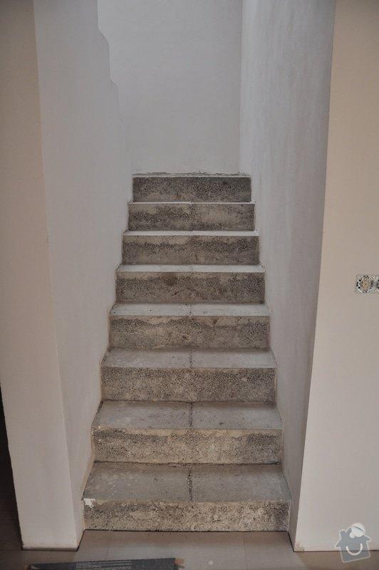 Obložení schodiště, nerezové (dřevěné zábradlí) s mléčným sklem.: _DSC0078