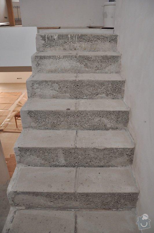 Obložení schodiště, nerezové (dřevěné zábradlí) s mléčným sklem.: _DSC0081