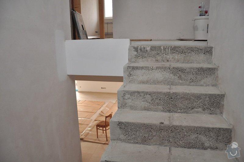 Obložení schodiště, nerezové (dřevěné zábradlí) s mléčným sklem.: _DSC0082
