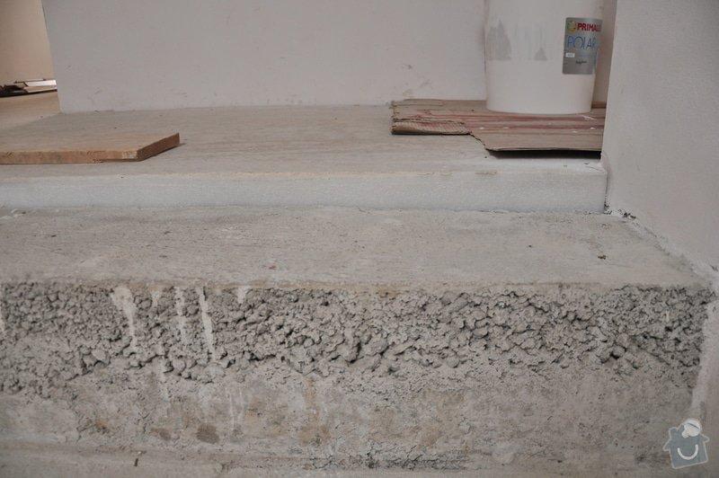 Obložení schodiště, nerezové (dřevěné zábradlí) s mléčným sklem.: _DSC0088