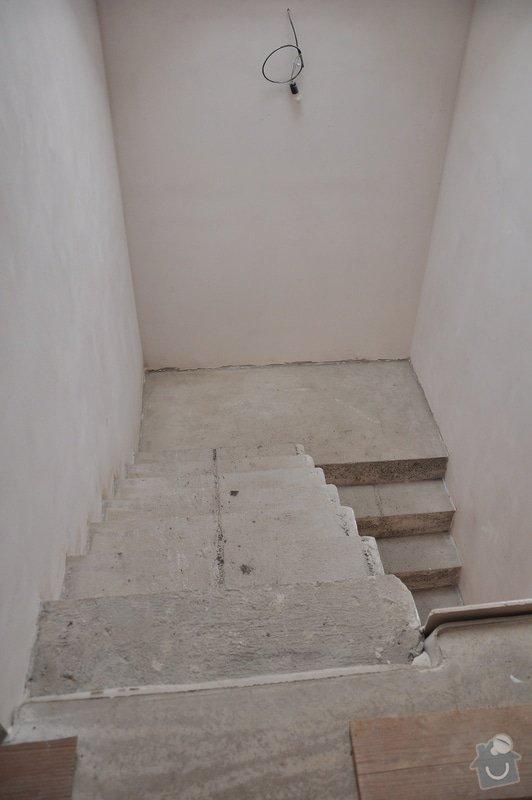 Obložení schodiště, nerezové (dřevěné zábradlí) s mléčným sklem.: _DSC0090