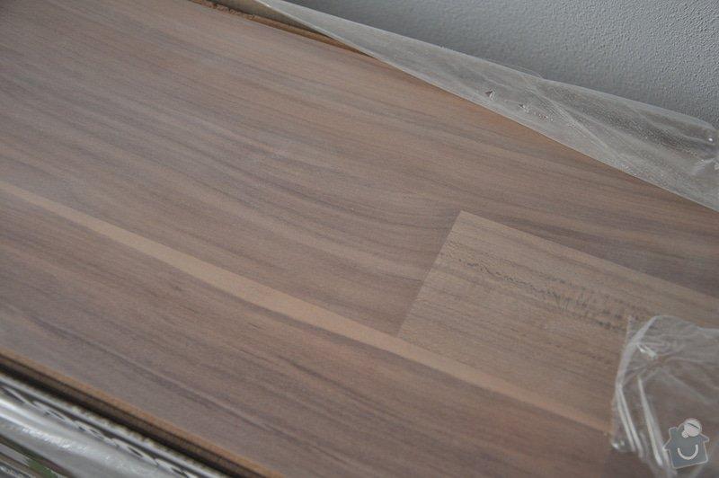 Obložení schodiště, nerezové (dřevěné zábradlí) s mléčným sklem.: _DSC0109