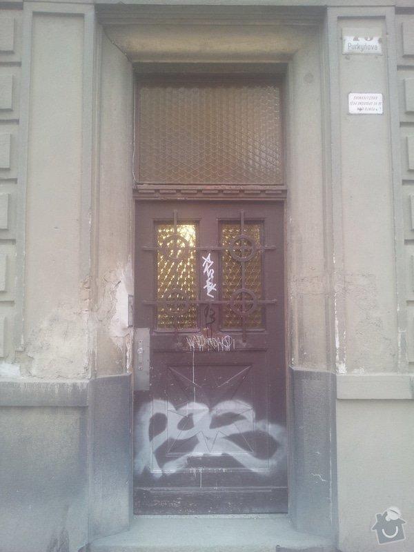 Dřevěne vchodové dveře do činžáku: IMG_20140319_162736