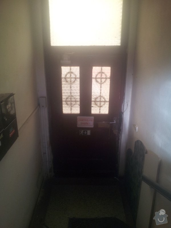Dřevěne vchodové dveře do činžáku: IMG_20140319_162807