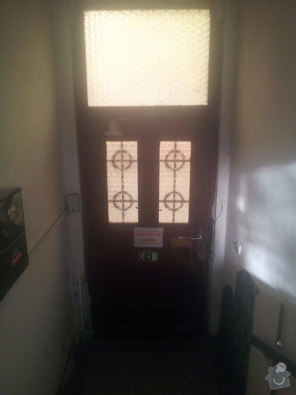 Dřevěne vchodové dveře do činžáku: IMG_20140319_162820