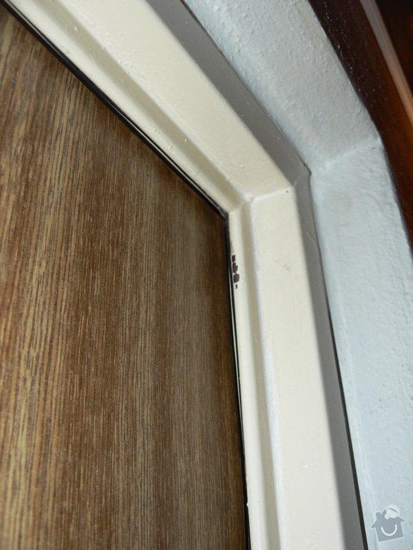 Utěsnění vchodových dveří (standardní panelákové): P1010390