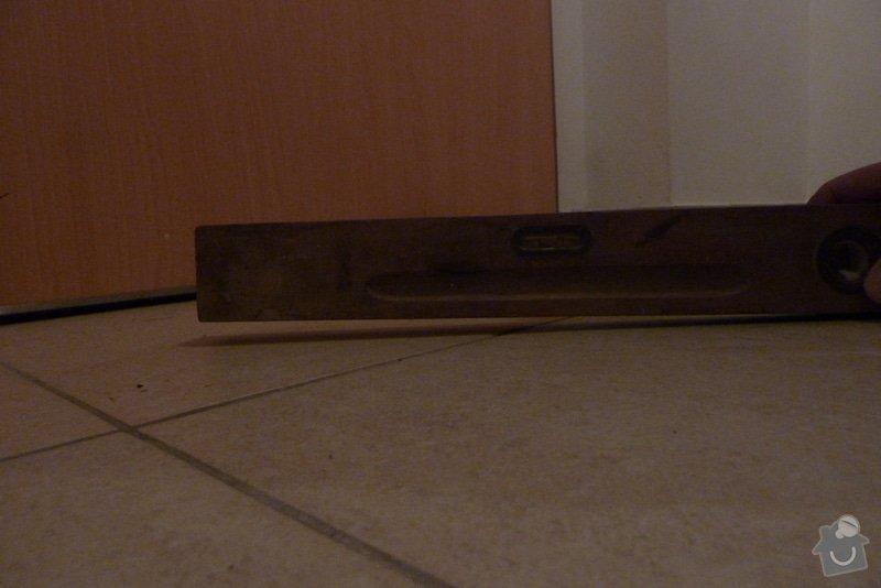 Odstranění podlahy, vyrovnánání, zbroušení  podkladu, pokládka podlahy , 2,39 x 1,785m: P1070507