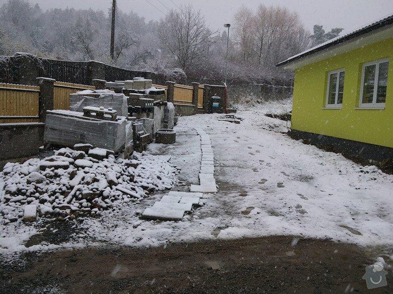 Přesun vjezdové brány, výstavba chodníku a dvou parkovacích míst, úprava terasy: DSC09629