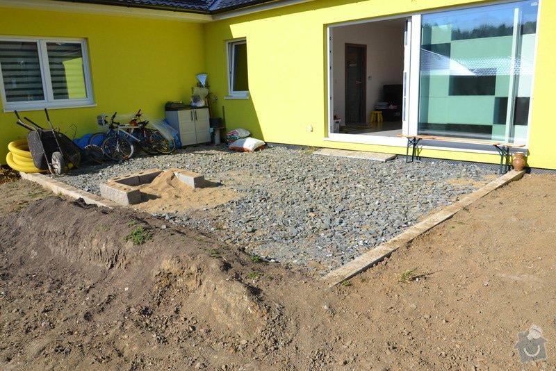 Přesun vjezdové brány, výstavba chodníku a dvou parkovacích míst, úprava terasy: DSC_9098