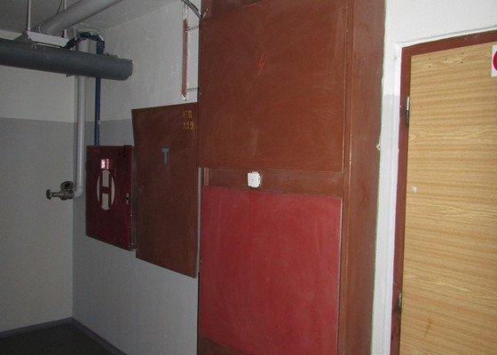 Lakýrnické práce na panelových domech