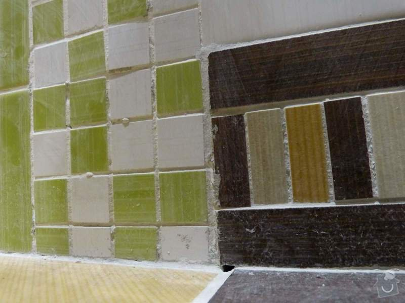 Obklady a dlažba v koupelně, dlažba v předsíni.: P1250933