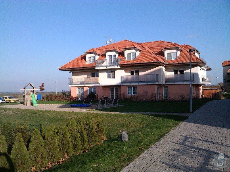 Konzervace dřevěného podbití bytového domu: 2012-11-13_14.16.46
