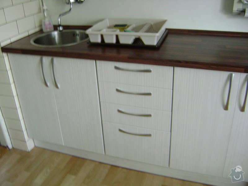 Kuchynská linka +Předsín skříně: DSC01153