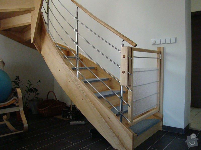 Dodávka samonosného schodiště a interiérových dveří: DSC08214-003