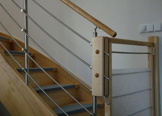 Dodávka samonosného schodiště a interiérových dveří