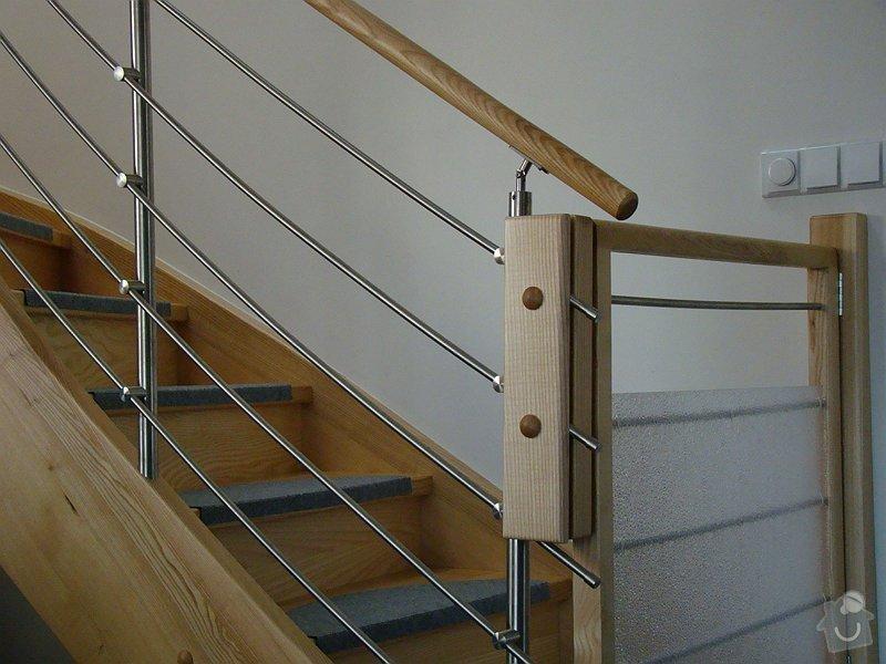 Dodávka samonosného schodiště a interiérových dveří: DSC08215-004