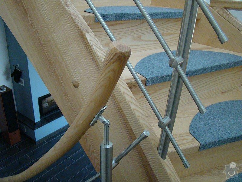 Dodávka samonosného schodiště a interiérových dveří: DSC08224-013