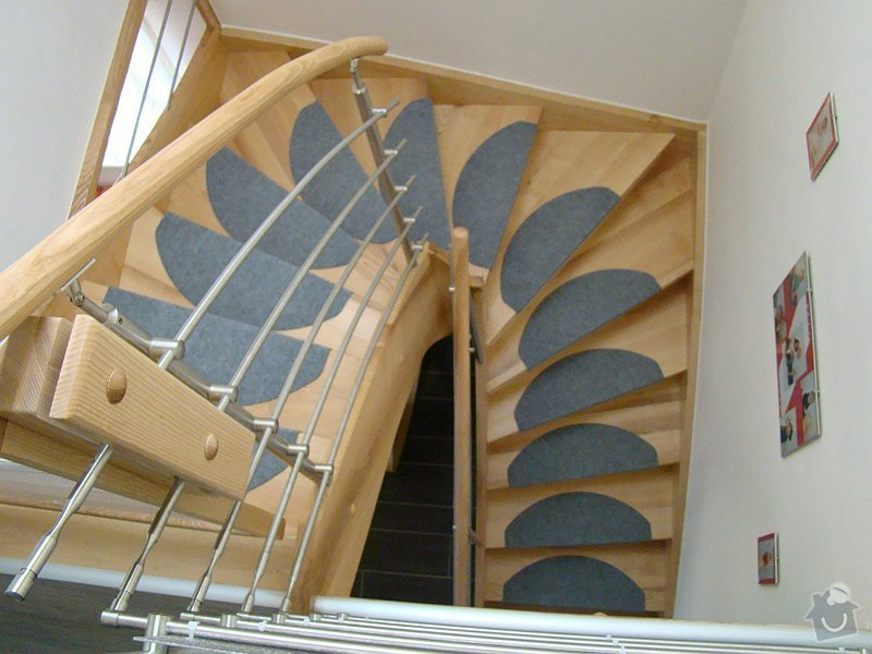 Dodávka samonosného schodiště a interiérových dveří: DSC08231-020