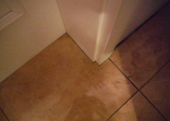 Tekoucí odpad sprchového koutu