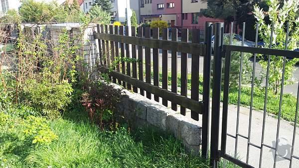 Posuvná brána a předokenní rolety: 20140407_165654