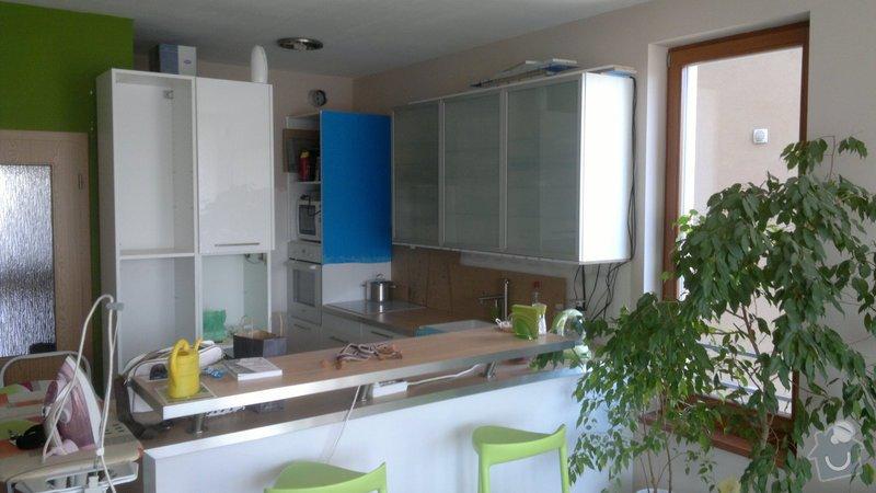 Osvětlení kuchyně a obývacího pokoje (kombinace LED + 220V svítidel): 2012-08-06-3391