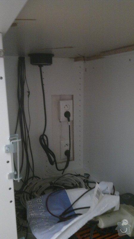 Osvětlení kuchyně a obývacího pokoje (kombinace LED + 220V svítidel): 2012-08-06-3394