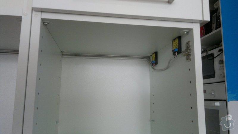 Osvětlení kuchyně a obývacího pokoje (kombinace LED + 220V svítidel): 2012-08-06-3398