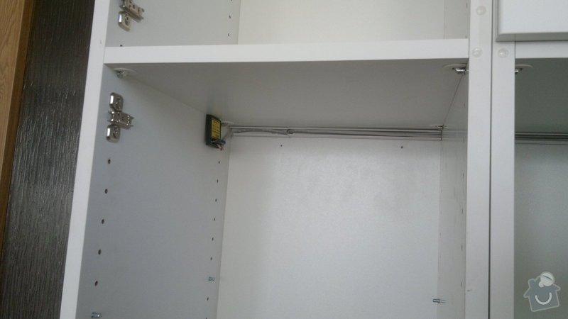 Osvětlení kuchyně a obývacího pokoje (kombinace LED + 220V svítidel): 2012-08-06-3399