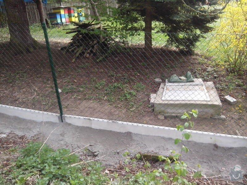Oplocení pozemku: dratene_oploceni_s_podhrabovou_deskou_Kamenny_Privoz_188_bm