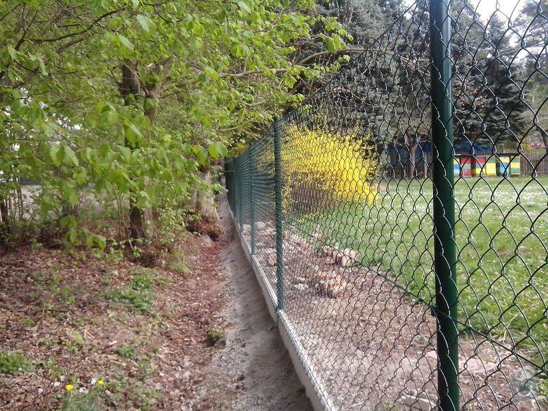 Oplocení pozemku: dratene_oploceni_s_podhrabovou_deskou_Kamenny_Privoz