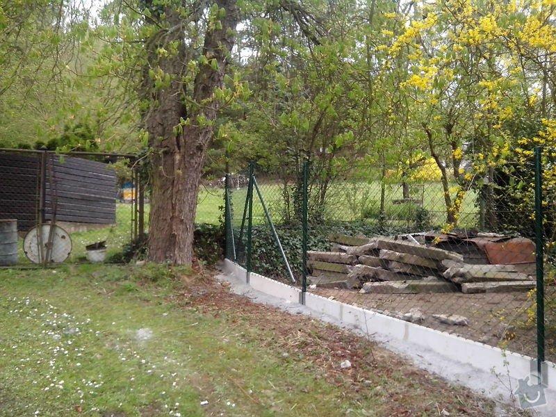 Oplocení pozemku: oploceni_s_podhrabovou_deskou_Kamenny_Privoz_188_m_celkova_demontaz