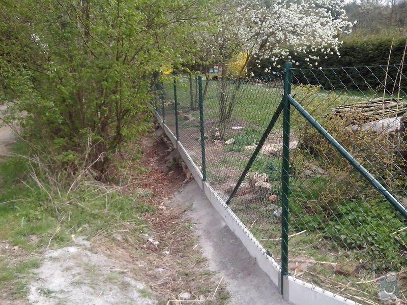 Oplocení pozemku: oploceni_s_podhrabovou_deskou_Kamenny_Privoz_188_m
