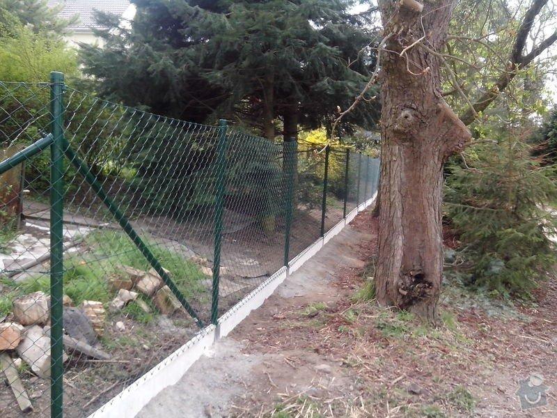 Oplocení pozemku: oploceni_s_podhrabovou_deskou_Kamenny_Privoz