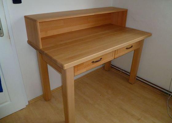 Masivní bukový stůl